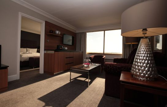 Suite Renaissance London Heathrow Hotel