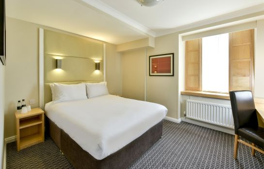 Double room (standard) Strand Palace