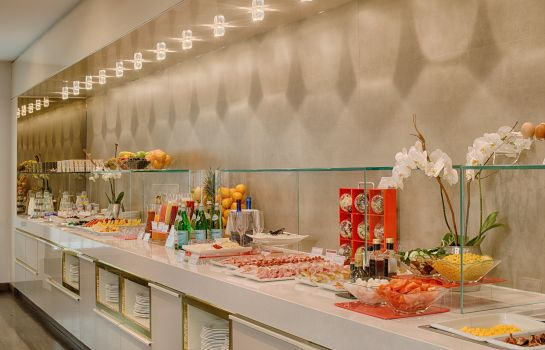 Breakfast buffet NH Collection Milano President