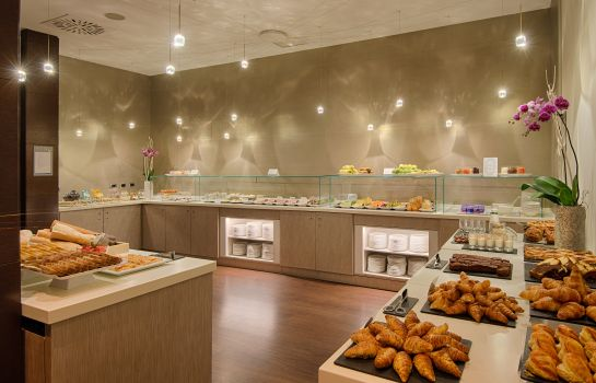 Breakfast buffet NH Milano Touring
