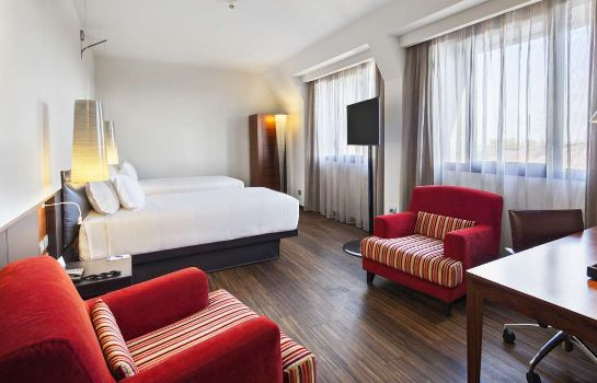 Room NH Milano Touring