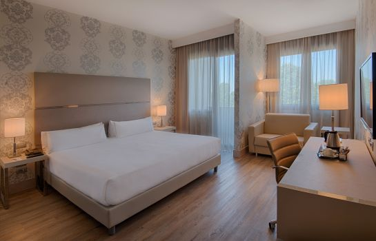 Chambre double (confort) NH Firenze