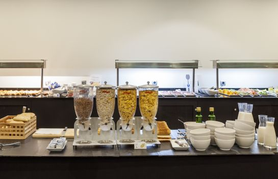 Breakfast buffet Ilunion Bilbao
