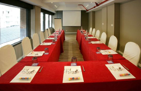 Conference room Hotel Tryp San Sebastian Orly