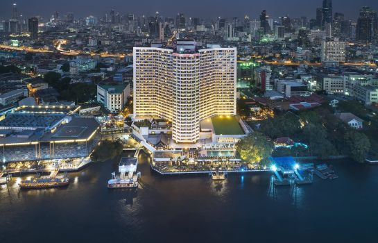 Buitenaanzicht Royal Orchid Sheraton Hotel & Towers