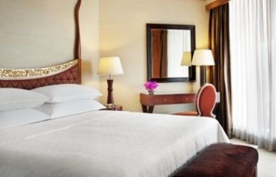 Zimmer Royal Orchid Sheraton Hotel & Towers