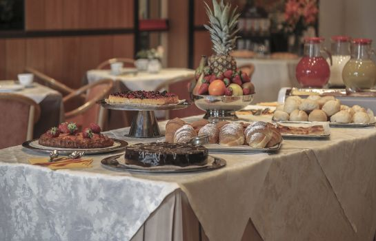 Breakfast buffet Fortuna