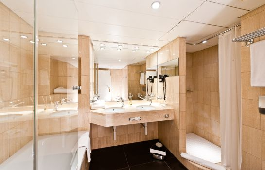 Bathroom FIFA Hotel Ascot