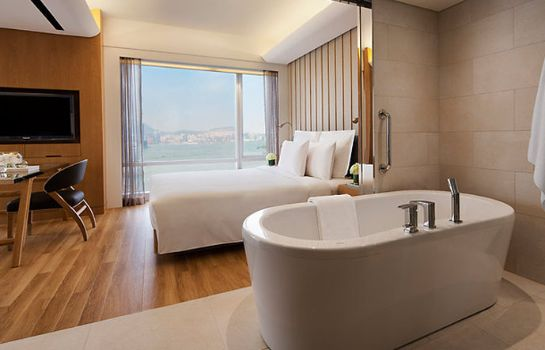 Bagno in camera Renaissance Hong Kong Harbour View Hotel