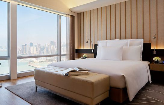 Suite Renaissance Hong Kong Harbour View Hotel