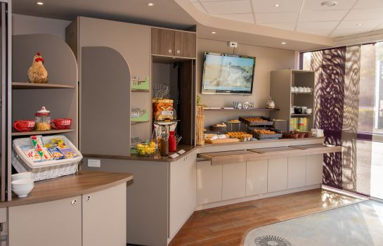 Breakfast buffet Brit Hotel Tours Sud – Le Cheops