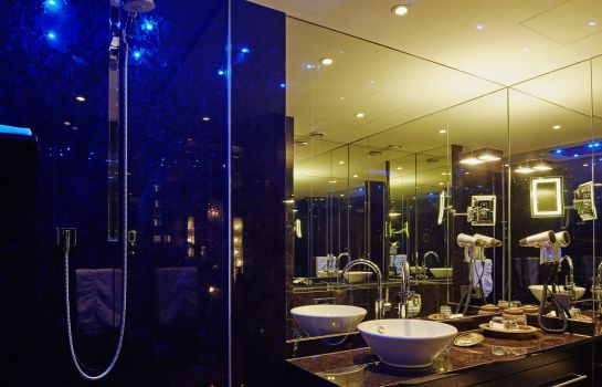 Bathroom Savoy