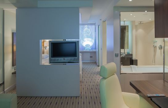 Suite Park Inn by Radisson Berlin Alexanderplatz