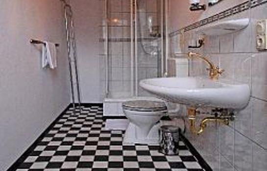 Bathroom Reuter