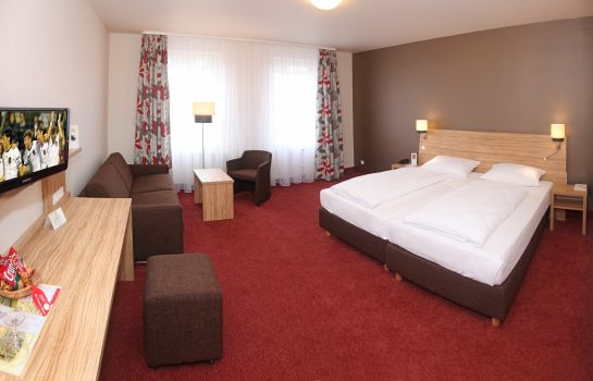 Four-bed room City Partner Hotel Lenz