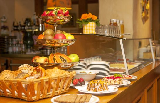 Breakfast buffet Wilder Mann