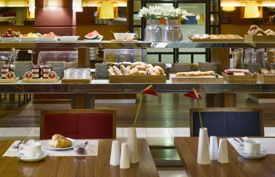 Ontbijtbuffet K+K Hotel Maria Theresia