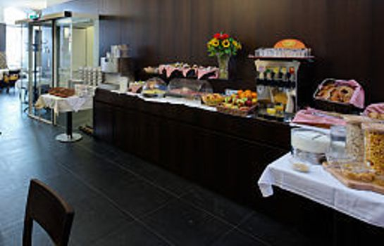 Breakfast buffet Post