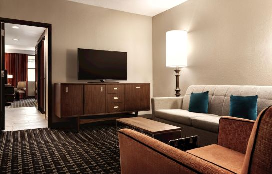 Suite The American Hotel Atlanta Downtown - a DoubleTree by Hilton