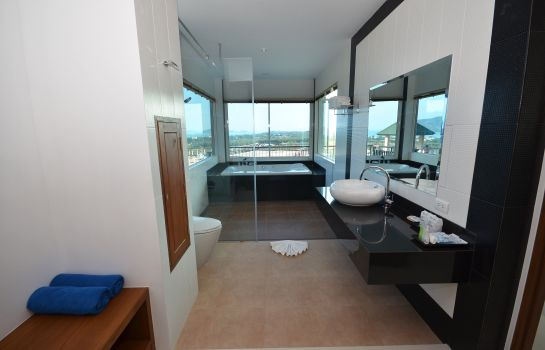 Badkamer The View Rawada Resort & Spa