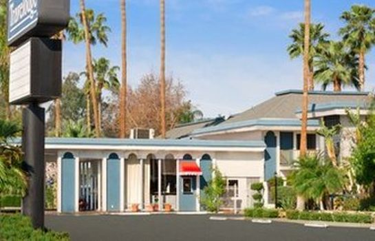 Exterior view TRAVELODGE BAKERSFIELD