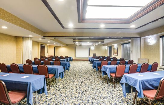 Sala congressi Comfort Suites Outlet Center