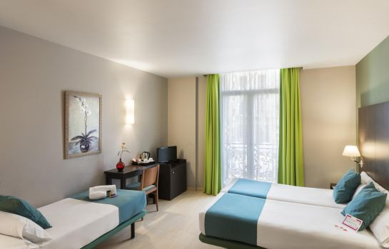 Triple room Oriente Atiram Hotels