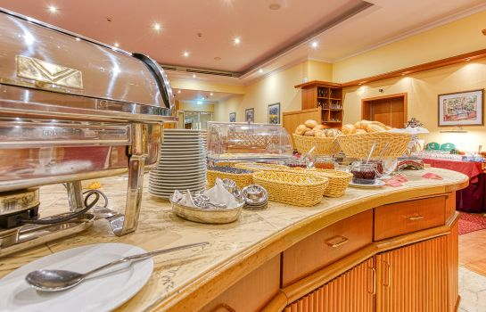 Breakfast buffet Elbotel Rostock by Centro