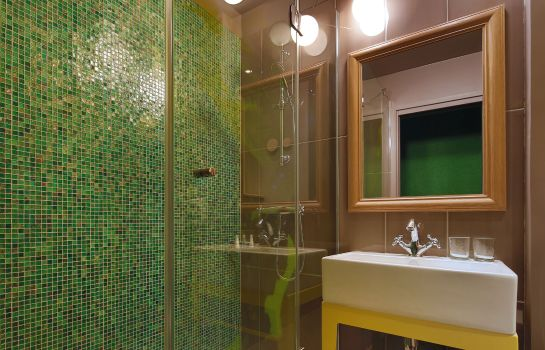 Bathroom Hotel Josephine by HappyCulture
