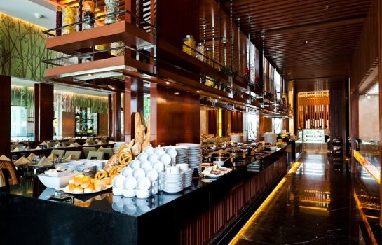 Hotel bar Royal Princess Larn Luang
