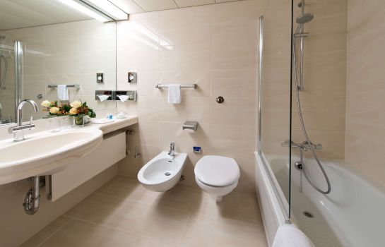 Bagno in camera Maritim Airport Hotel
