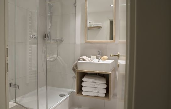 Bagno in camera von Deska Townhouses Ivy House Apartment