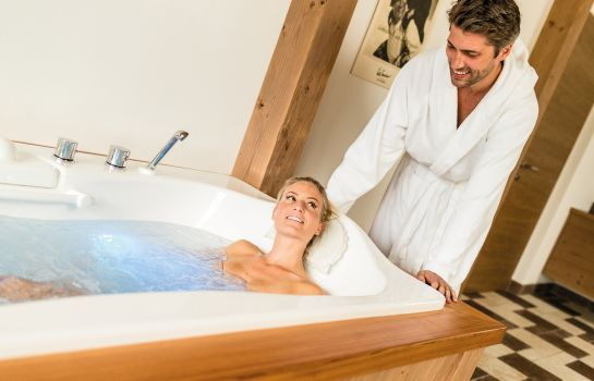 Badezimmer Dolomit Family Resort Alpenhof