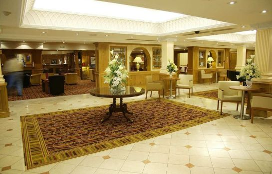 Lobby Hilton East Midlands Airport