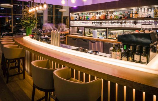 Hotel bar Novotel Sydney on Darling Harbour
