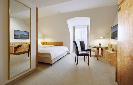 Double room (standard) Lindner Hotel Airport