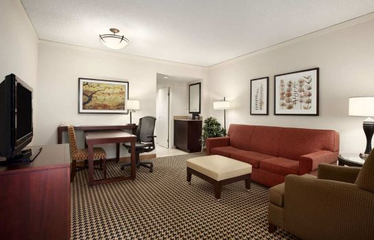 Suite Embassy Suites by Hilton Atlanta Perimeter Center