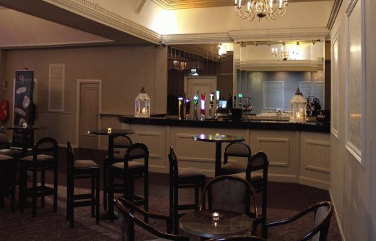Bar del hotel Twin Trees Formerly Downhill House