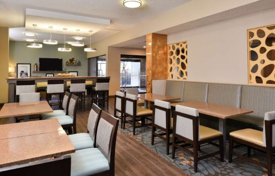 Restaurant Hampton Inn closest to Universal Orlando