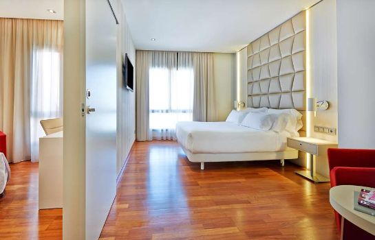 Room NH Collection Barcelona Podium