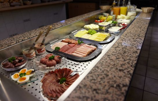 Breakfast buffet Kurpark-Hotel