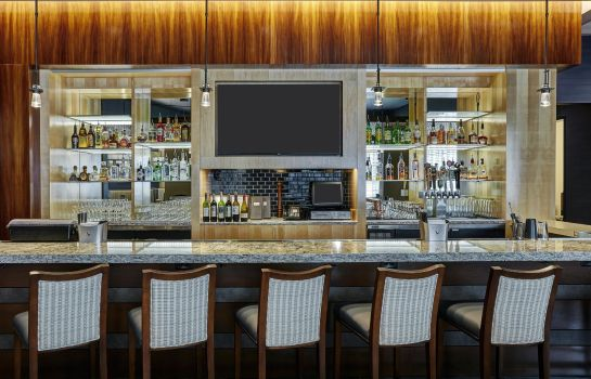 Hotel bar DoubleTree by Hilton Charlotte - Gateway Village