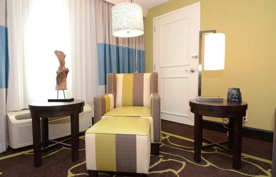 Suite DoubleTree by Hilton Charlotte - Gateway Village