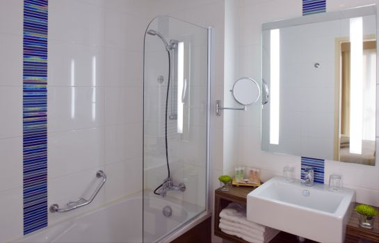 Bagno in camera Best Western Les Roches Noires