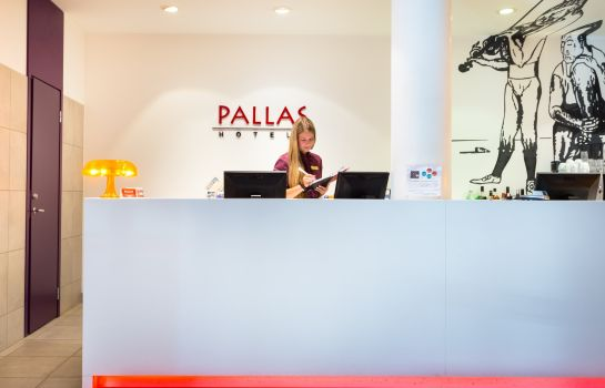 Empfang Art hotel Pallas by Tartuhotels