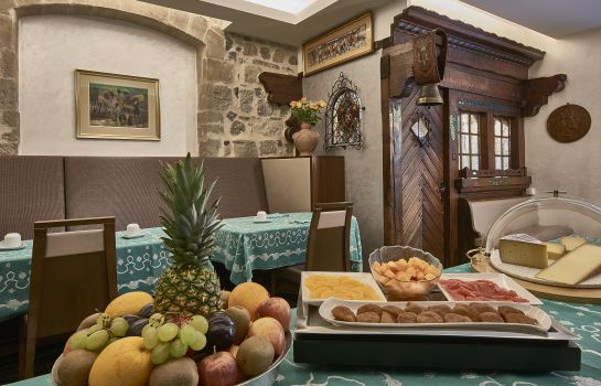 Breakfast buffet D'Alleves Hotel