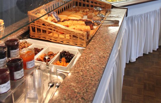Breakfast buffet Kyriad Direct Rennes Ouest