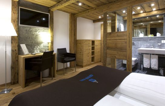Double room (superior) Hotel Crusch Alba