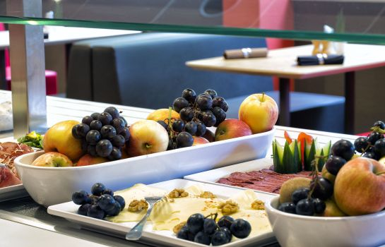 Breakfast buffet ibis Linz City