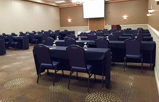 Conference room DoubleTree by Hilton Bloomington